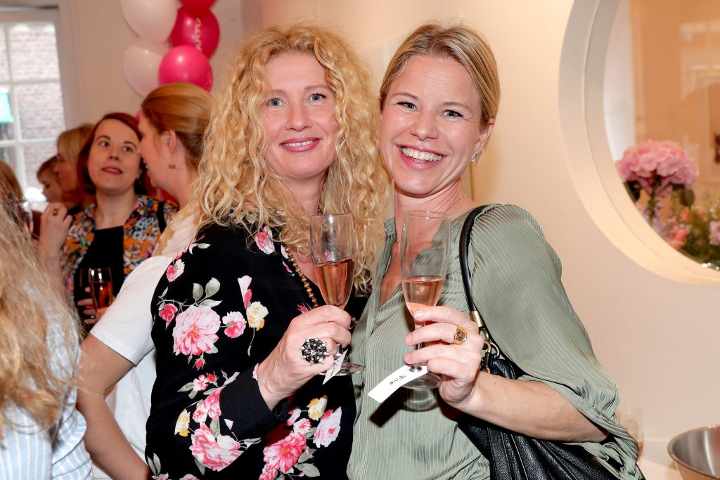 Fotograf Maria Östlin och Sara Begnér